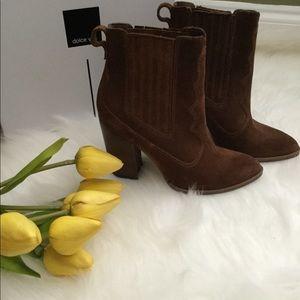 Brown shoes good for fall season